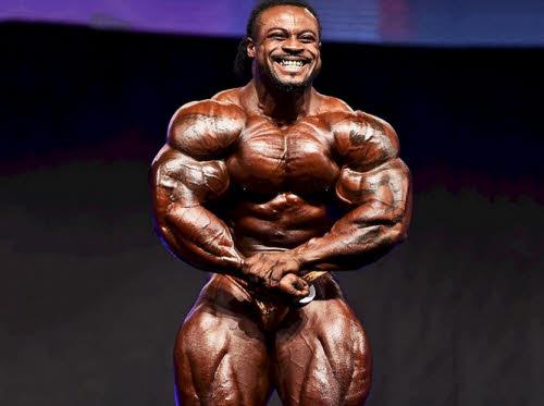 William Bonac pose muscular