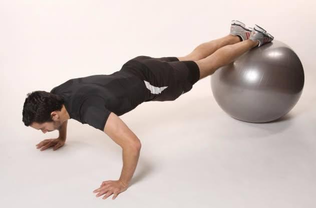 flexiones de brazo fitball