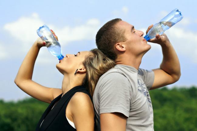Como bajar de peso tomando agua
