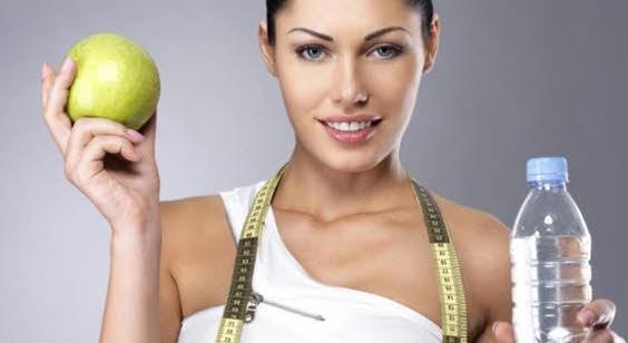 como bajar de peso tomando agua cuidandote