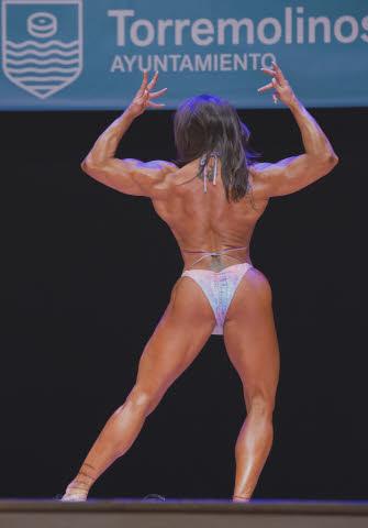 pose espalda culturista femenino
